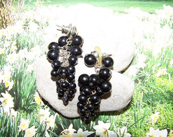 Vintage Grape Cluster Bead Pierced Earrings, Dangle beaded earrings, Grapes, Drop earrings, Grape earrings