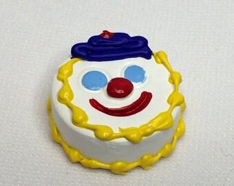 "Dollhouse Miniature Cake 1"" Scale  (RG)"