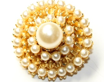 Imitation Pearl Cluster Gold Coloured Small Vintage Brooch (c1960s)