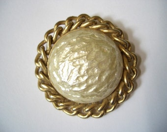 Vintage Sarah Coventry Baroque Goddess Brooch Pin faux pearl gold tone chain detail ~ What in the world is a Countess to do