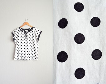 8 DOLLAR SALE! // Size M // POLKA Dot Top // Black & White - Short Sleeve Shirt - Loose Fit - Vintage '80s.