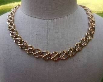 Vintage 1960s to 1970s Gold Tone Signed Monet Adjustable Thick Chain Retro Dressy Simple Plain