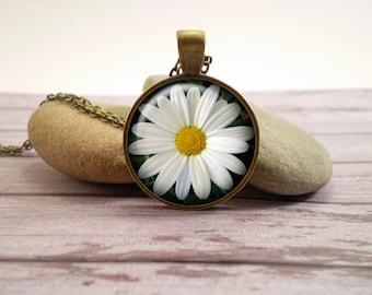 Daisy glass pendant, antique bronze tone setting