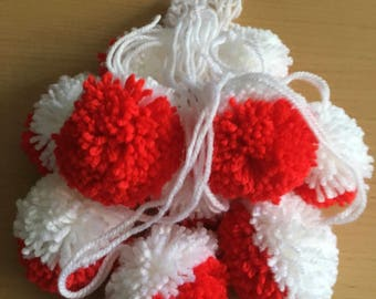 45mm Red and White Pom Poms, Red and White Stripe Pom Poms, 45mm Pom Poms, Christmas Crafting, 10 Pom Pom, Pom Pom Decorations, Crafing