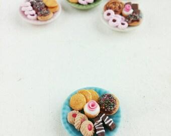 Miniature dollhouse cookie plate 1:12 scale