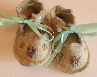 Light Gray Baby Booties - recycled soft wool with flowers