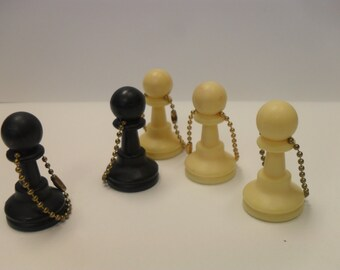 Black or white pawn chess piece keychain