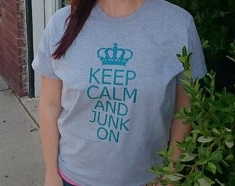 Vintage Sayings - GRAY 'Keep Calm and Junk On' T-Shirt