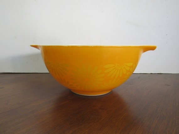 Pyrex Daisy orange mixing bowl