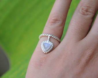 Lille Triangle Ring: Pinky Ring, Bohemian Ring, Gypsry Ring, Silver Ring, Moonstone Ring, Signet ring, Sunsara Jewellery, Midi ring,