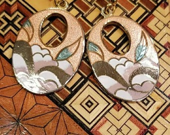 Beautiful vintage  peach and gold cloisonne drop earrings