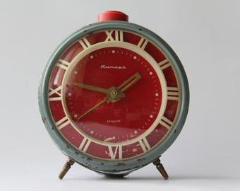 Soviet alarm clock Jantar, Vintage alarm clock USSR, Jantar, Soviet clock. Retro clock, mechanical clock, Amber, desktop clock, table clock