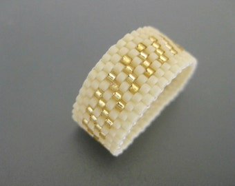 Peyote Ring / Beaded Ring in Cream and Gold  / Seed Bead Ring / Peyote Band / Beadwork Ring / Delica Ring / Striped Ring