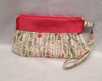 AK9- Compleat Clutch: in a wonderful poppy seed print with pleated front, zipper closure and detatchable hand strap