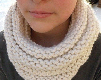 Hand Knit Cowl Infinity Scarf, BOSSO - CREAM Ribbed Neckwarmer circle scarf (3089)