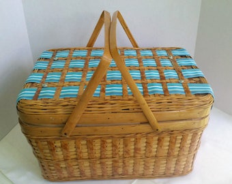 Embellished Vintage Picnic Basket Set in Aqua