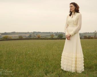 Vintage 1970's Edwardian Inspired Cream Pleated Chiffon 'Pronuptia de Paris' English Wedding Gown / Wedding Dress - Boho / Hippie