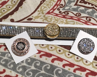 Snap button magnetic bracelet. Includes 3 matching snaps