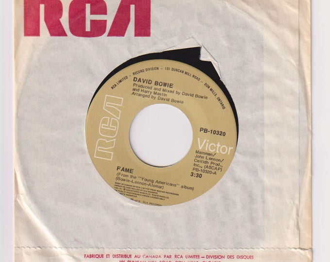 """1975 Fame 45RPM 7"""" Records Single, Dave Bowie. Generic Sleeve, NM Records, RCA Victor"""