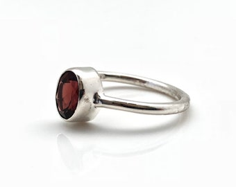 Red Garnet Ring // 925 Sterling Silver // Simple Oval Setting // Silver Garnet Ring
