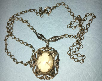 Vintage / Antique Cameo Pendant in Silvertone,  16 x 12mm, 19in chain , Great Condition. #BCEB-232