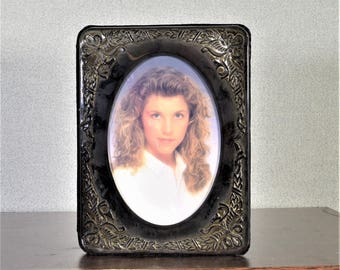 4 x 6 Frame Silver Oval Ornate with Photograph Storage