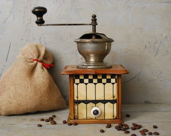 Antique coffee grinder, Old coffee grinder, Wooden coffee grinder, Working crusher, Restaurant decoration, Coffee mill of the 1940s