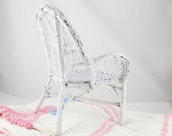 White Wicker Doll Chair - Vintage 1950s Babydoll Chair - Wicker - Chair for Display -  Doll Highchair - Wicker