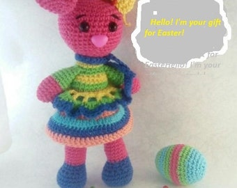 Rabbit Amigurumi for Easter with an egg
