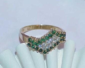 10K .50ct Emerald & Diamond Zig Zag Band Ring Yellow Gold Size 8 Emerald Border