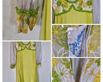 Vintage 70s yellow dress.