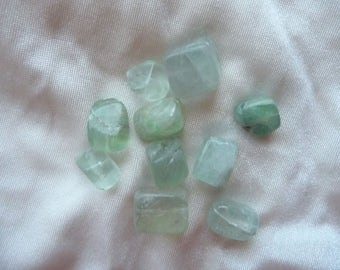 Bead, green fluorite (natural), 12x10x8mm-18x12x11mm nugget, D grade. Pack of 11 beads.