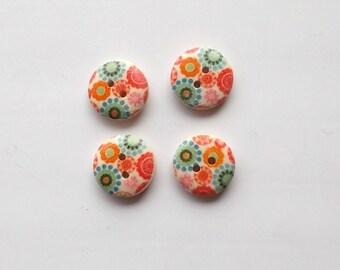 Seventies floral motifs, no. 16mm diameter - X 4 wooden buttons 98