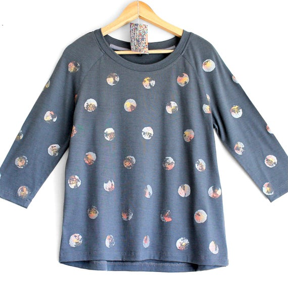 MOONSHINE. Merino raglan sweatshirt. 3/4 sleeve merino top. Grey Merino top with printed shiny dots. Long sleeve merino top.