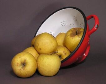 Large Red and White Enamel Strainer - Enamelware French Colander - Kinfolk Trend - Vintage Cottage - Boho Chic Kitchen Decor