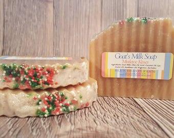 Mistletoe Kisses Goat Milk Soap, Evergreen Soap, Mistletoe Handmade Soap, Christmas Soap