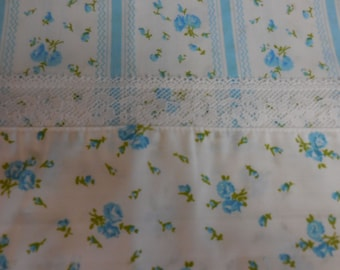 Pretty BLUE ROSES and Rose Buds with Ribbon Designs Full / Double Flat SHEET - Shabby Chic Fabric - #2