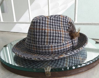 Vintage Grey Brown Tweed Fedora with feathers / Size 56 6 7/8 / Retro hat / Rockabilly / 1940s 1950s 1960s /Boho Festival