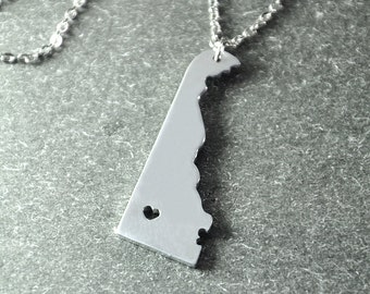 Free shipping - I heart  Delaware  Necklace - Delaware Pendant - State Necklace - State Charm - Map necklace - Map Jewelry