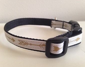 White With Gold Arrows 1/2 inch Small Dog Collar