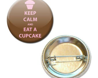 Badge is Keep Calm and Eat A Cupcake Ø 38 mm Pin Button