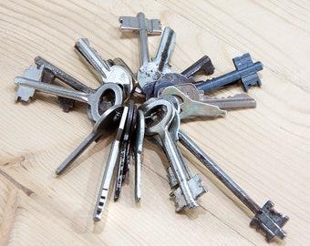Old key, Antique Keys, Skeleton Keys, Vintage Iron Keys, Old skeleton key, Real Old Keys, Real vintage keys, Primitive Key, Rustic Key