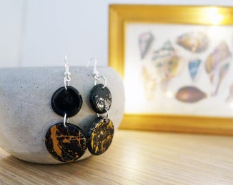 Black and gold dangly earrings | Paint splatter earrings | circle charm | gloss clay earrings| Gift for her| metallic gold |