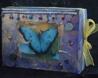 Present box, 23 x 17 cm, with fabric application, collage, textile art, butterfly, gift wrapping, packaging
