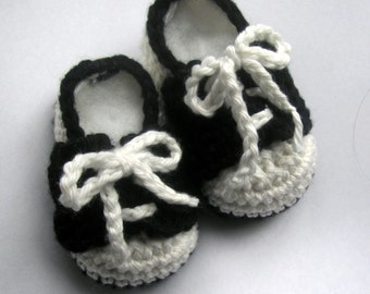 Crochet Baby Booties, cricb shoes, Baby Saddle shoes // Hand Crocheted in Cotton// Many sizes and colors to choose from // Baby shower gift