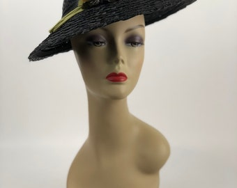 1930s black straw hat with light beige and purple flowers