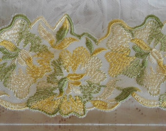 Yellow Gold Green Floral Trim