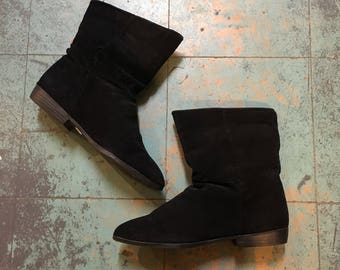 Vintage 80s 90s Savida by Betco Black suede ankle booties // size 7 // witchy granny pirate boots