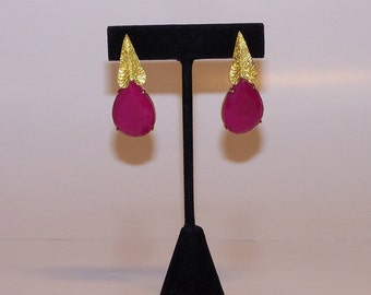 Gold leaf earrings and strawberry-colored jade
