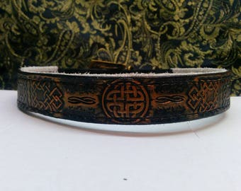 """Collar for dogs with lining, """"Inspiration celtique"""" engraving, paintings and stitching 100% natural leather"""
